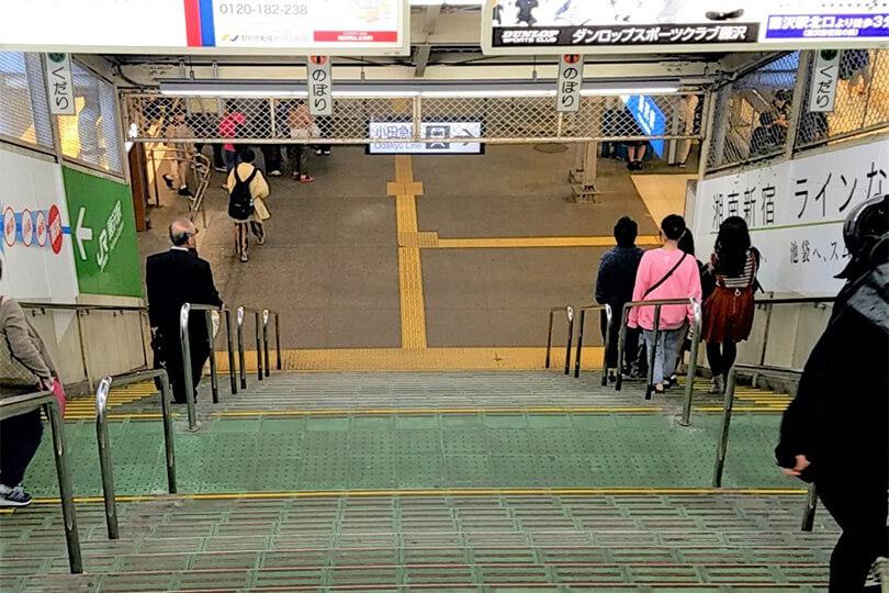 階段を下って右方向に向かいます